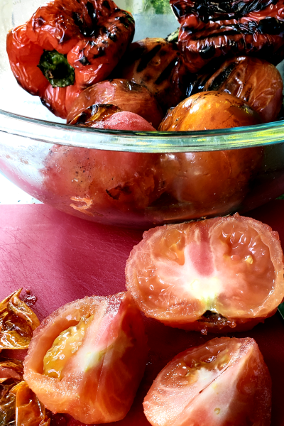 grilled-tomatoes-cut